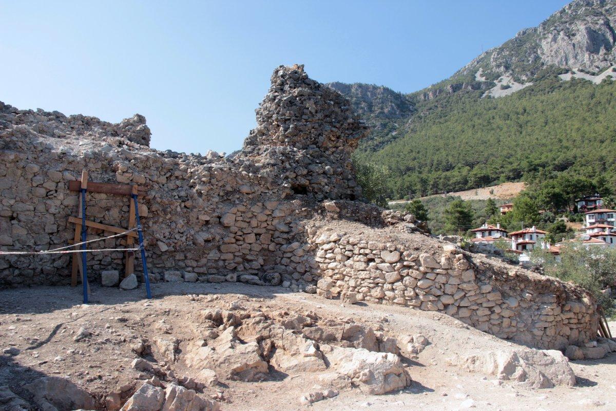 Muğla'nın Ula ilçesindeki kale surları 10 ayda ortaya çıktı #5