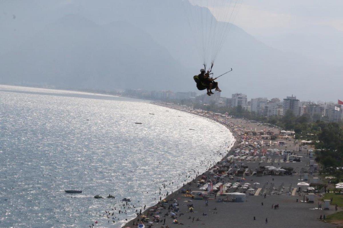 Antalya'da yasağa rağmen yamaç paraşütü yaptılar #3