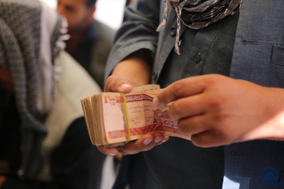 Kabil de yeniden açılan döviz bürolarına Afgan halkı yoğun ilgi gösterdi #10
