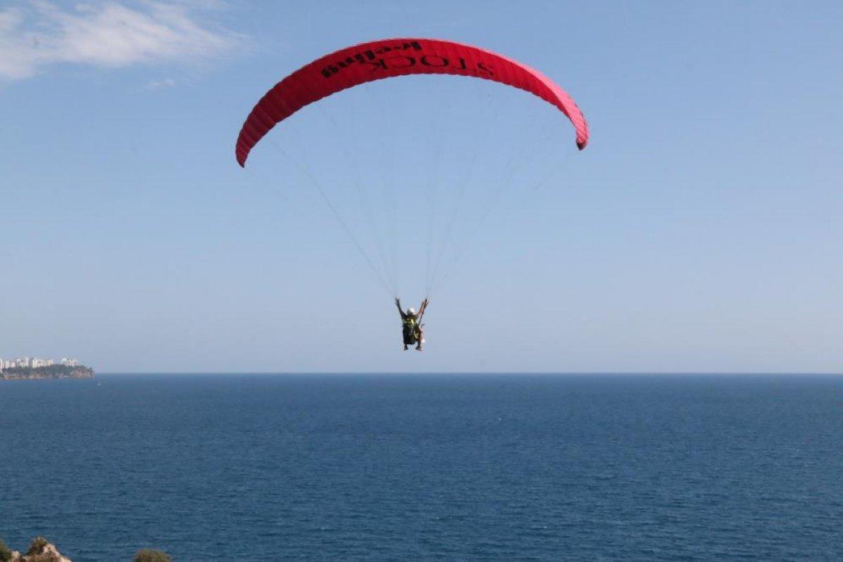 Antalya'da yasağa rağmen yamaç paraşütü yaptılar #8