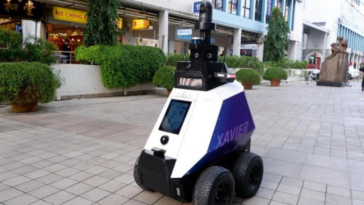 Singapurda asayiş robotlara emanet