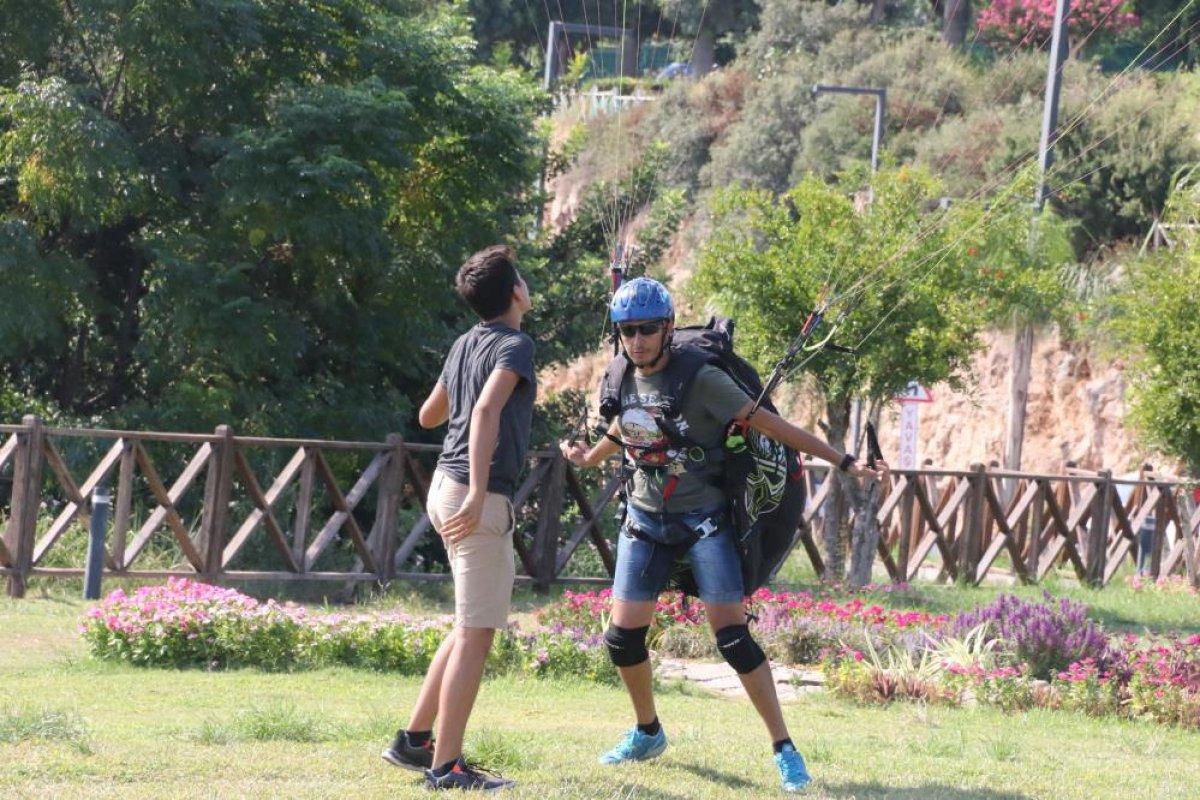 Antalya'da yasağa rağmen yamaç paraşütü yaptılar #2