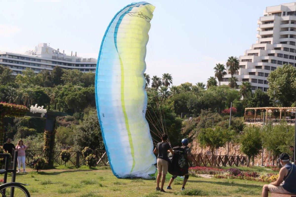 Antalya'da yasağa rağmen yamaç paraşütü yaptılar #6