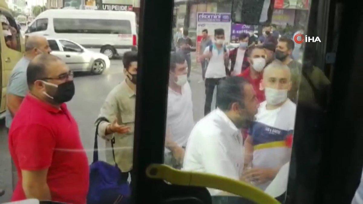 Esenyurt ta fazla yolcu alındığı gerekçesiyle İETT şoförü darbedildi #1