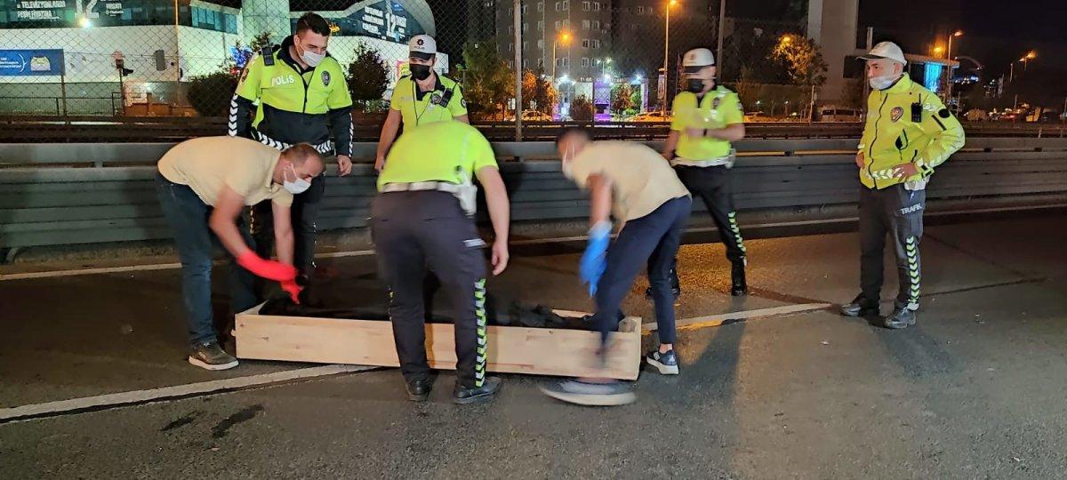 İstanbul da motosiklet makas atarken kaza yaptı: 2 ölü #2