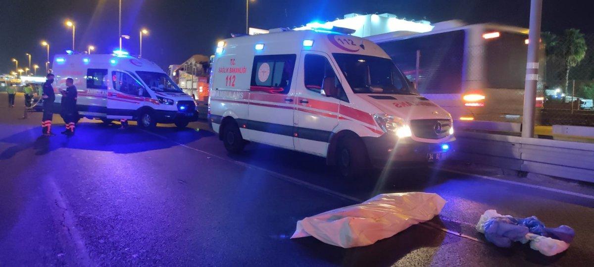 İstanbul da motosiklet makas atarken kaza yaptı: 2 ölü #1