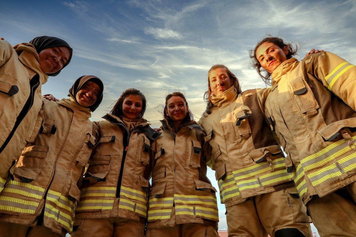 İstanbul da kadın itfaiyeciler göreve hazır #1