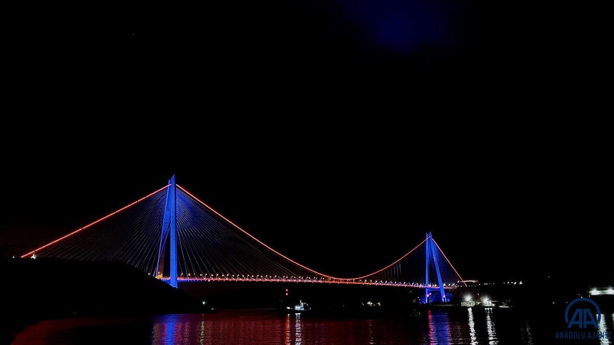 İstanbul da köprüler DMD hastalığı farkındalığı için ışıklandırıldı #2