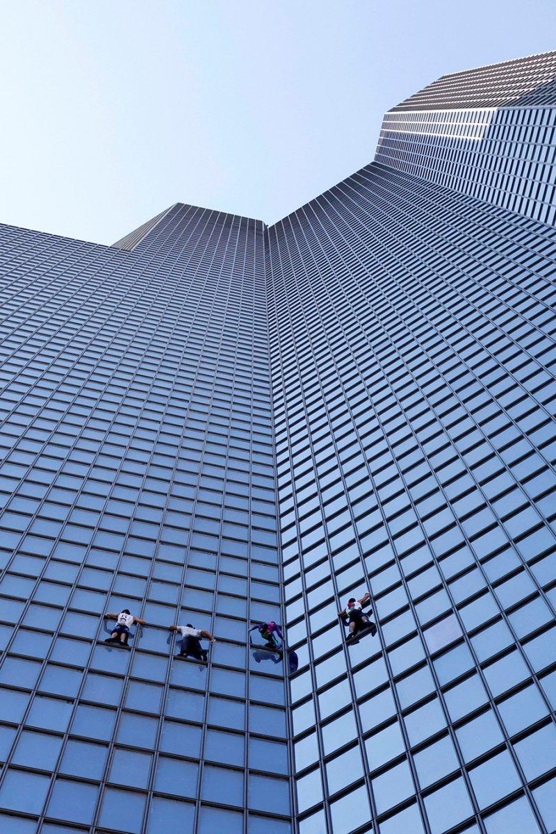 Alain Robert, Paris te gökdelene tırmandı #7