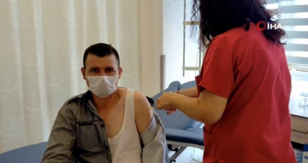 Edirneli vatandaşlar, yeni kararla birlikte aşı yaptırmak için hastaneye akın etti #5