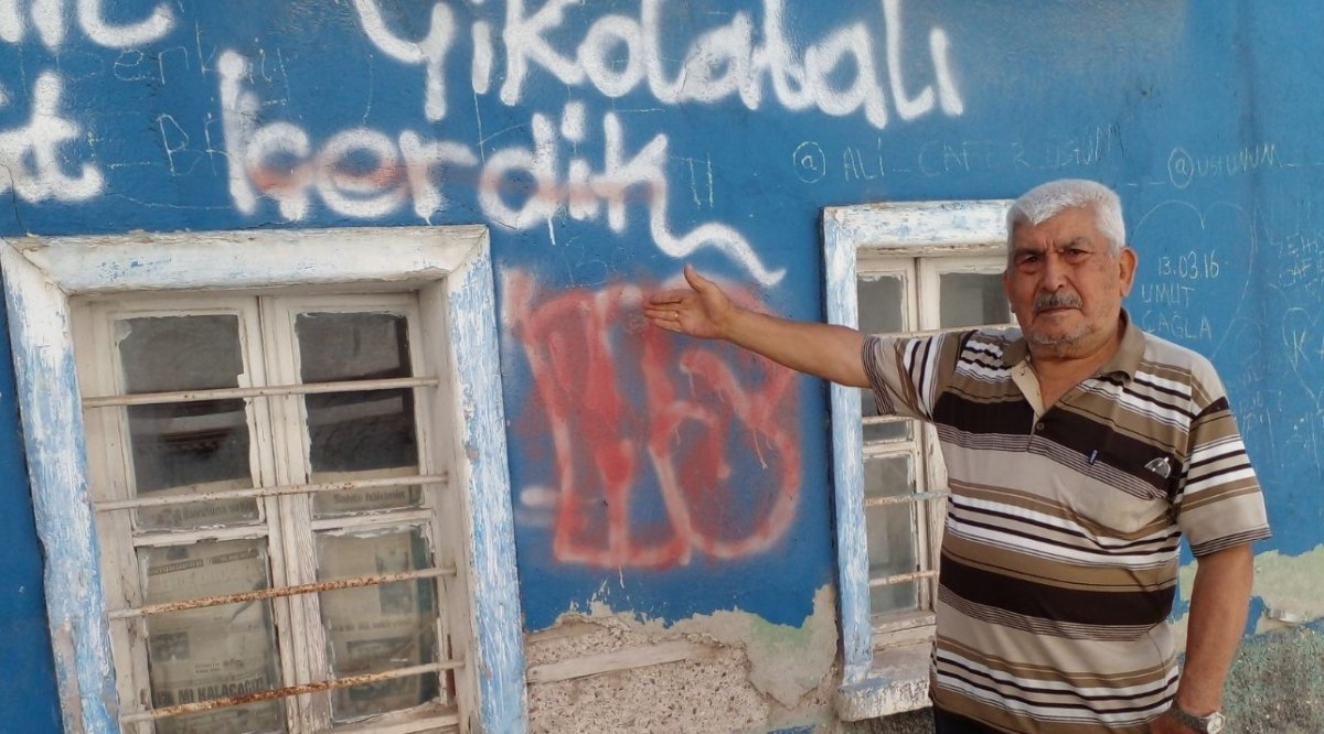 Eskişehir'de tarihi evlerin duvarları sprey boyalarla karalandı #1