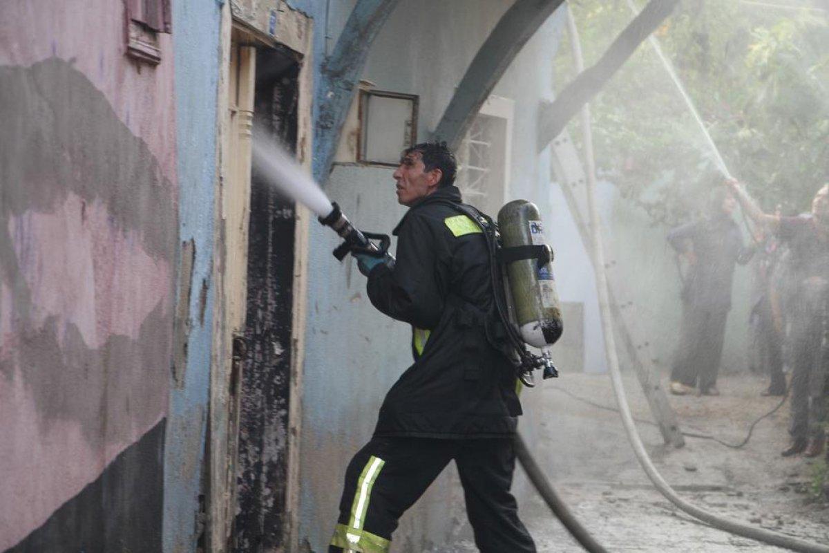 Manisa da tarihi sokakta yangın çıktı: 2 taş ev küle döndü #3