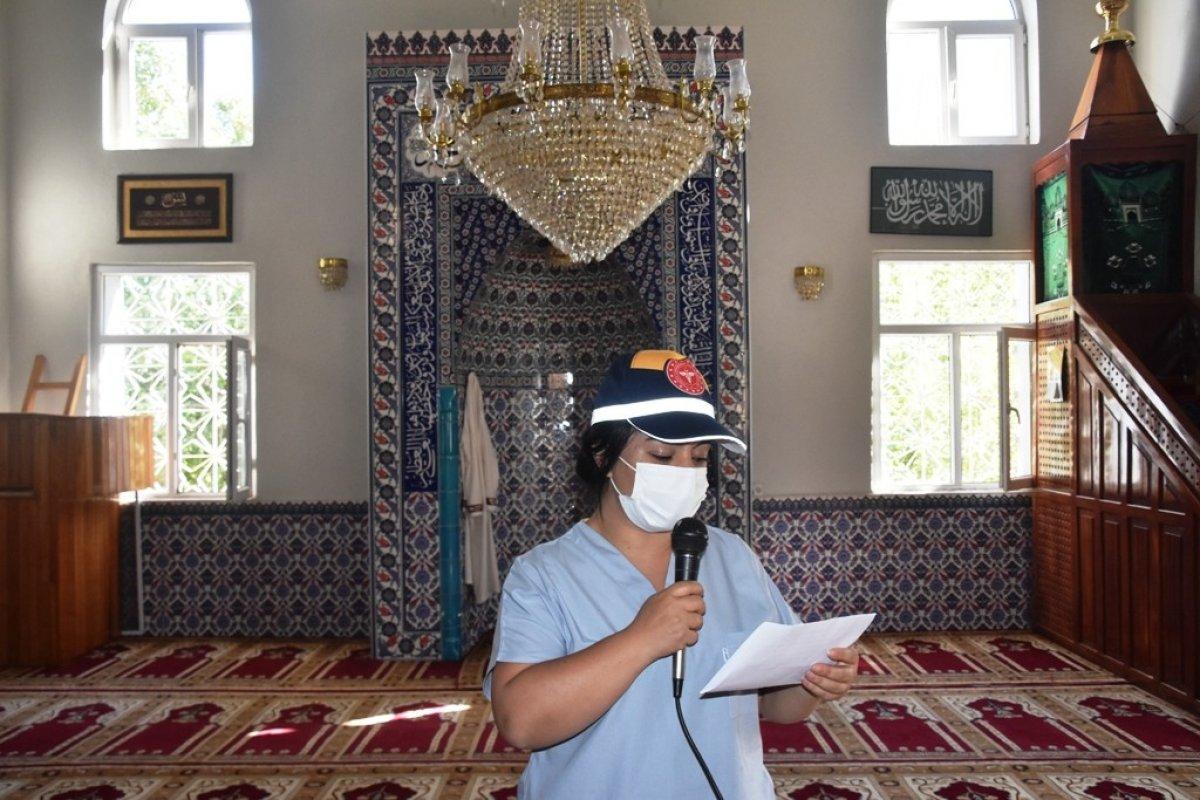Bitlis te kadın sağlıkçı, camiden aşı anonsu yaptı #2