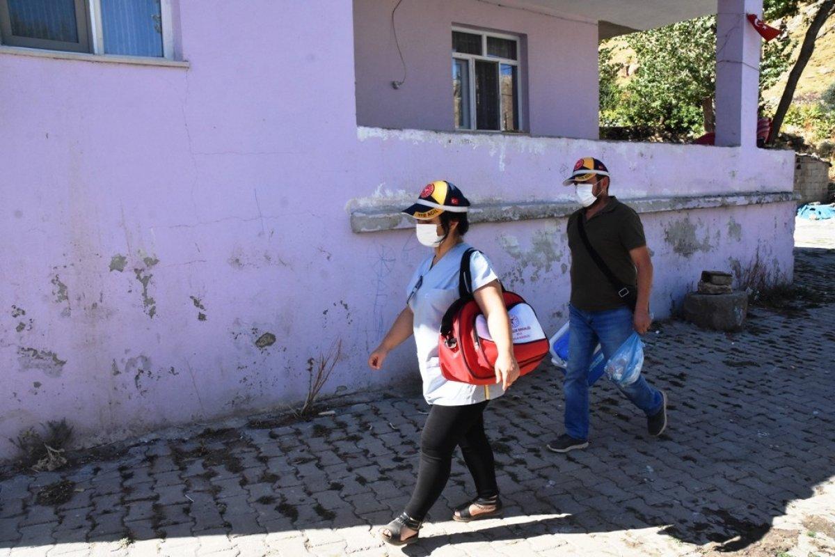 Bitlis te kadın sağlıkçı, camiden aşı anonsu yaptı #4