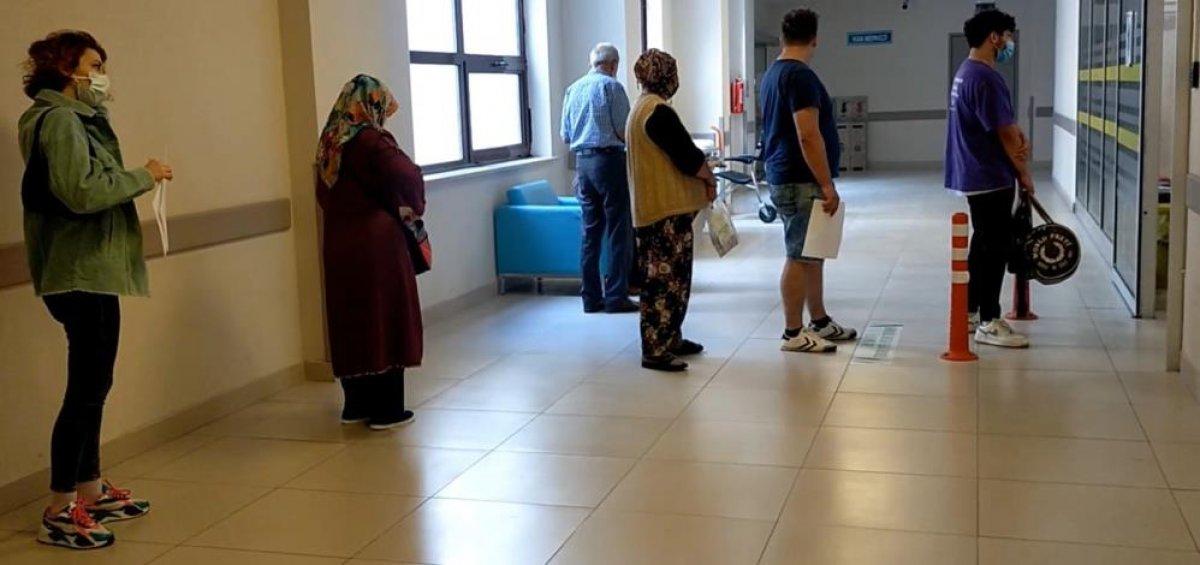 Edirneli vatandaşlar, yeni kararla birlikte aşı yaptırmak için hastaneye akın etti #2
