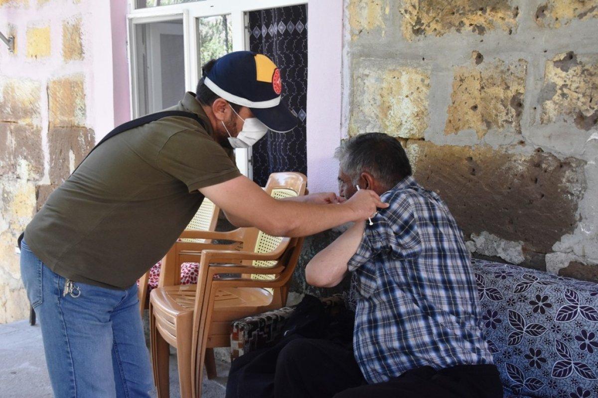 Bitlis te kadın sağlıkçı, camiden aşı anonsu yaptı #5
