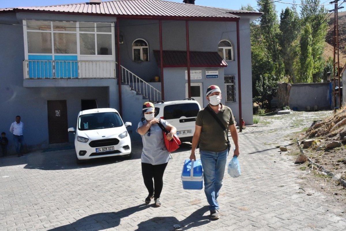 Bitlis te kadın sağlıkçı, camiden aşı anonsu yaptı #3