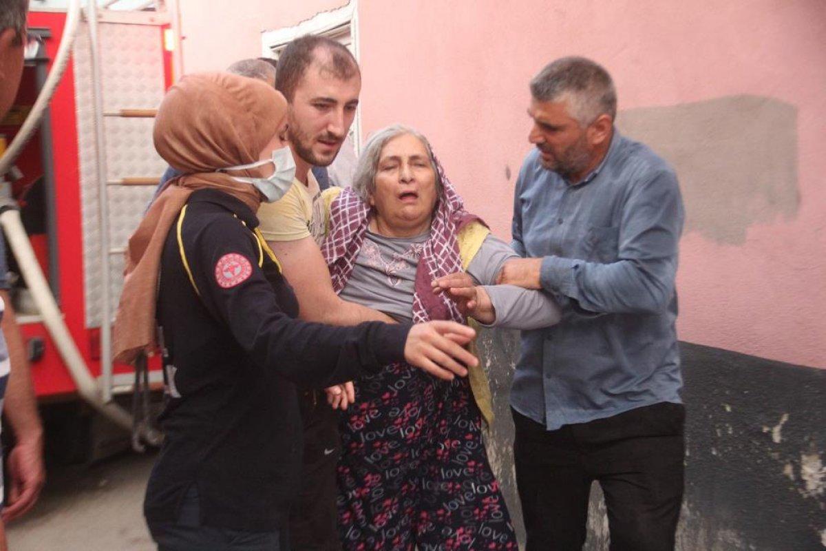 Manisa da tarihi sokakta yangın çıktı: 2 taş ev küle döndü #6