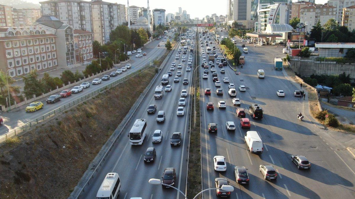 İstanbul un trafik çilesi: İBB ye önlem çağrısı yapıldı #3