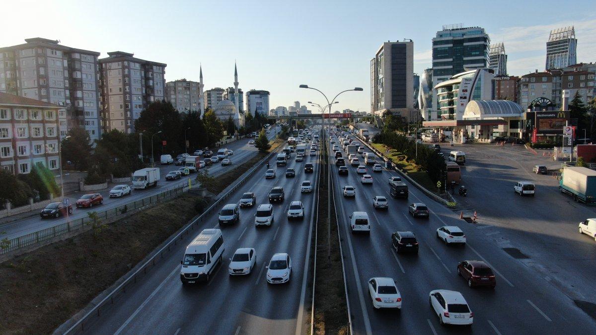 İstanbul'da trafik mesaisi başladı #1