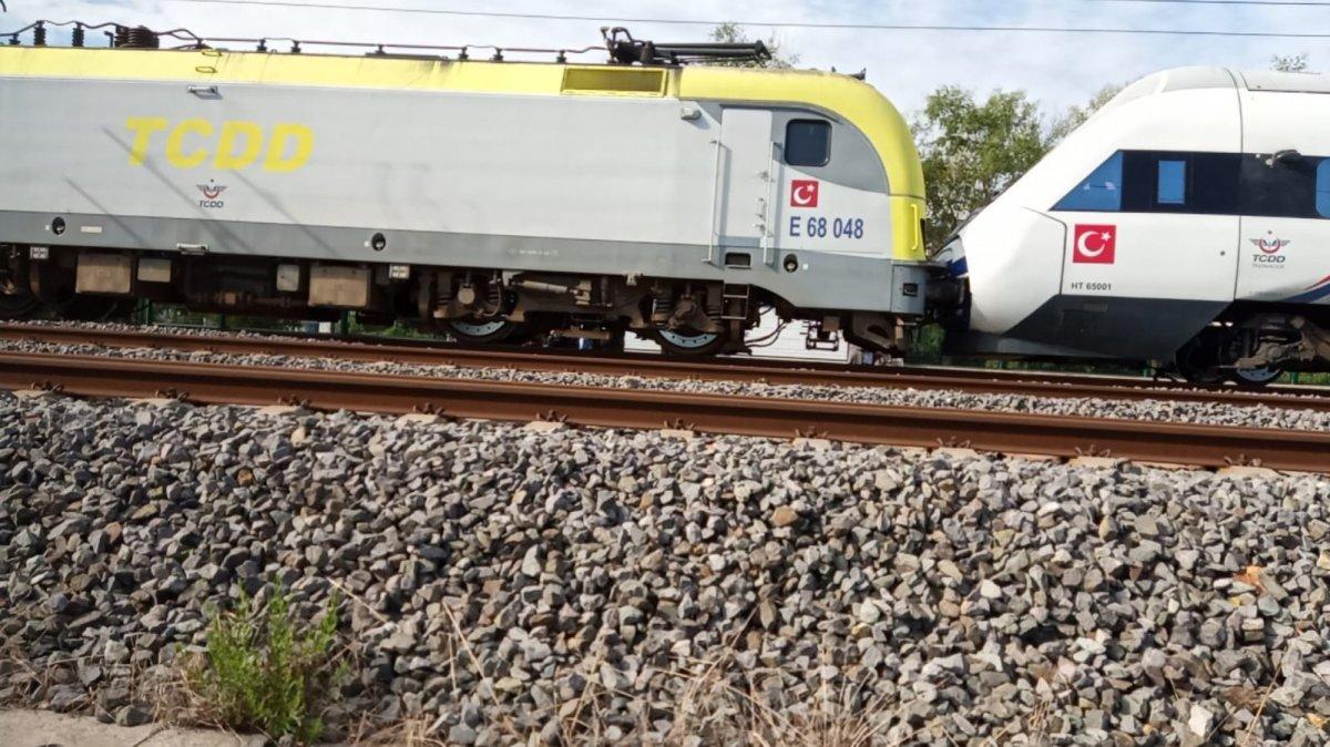 Tuzla da duramayan tren, istasyonda bekleyen trene arkadan çarptı #14