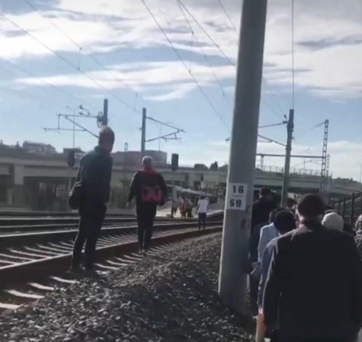 Tuzla da duramayan tren, istasyonda bekleyen trene arkadan çarptı #9