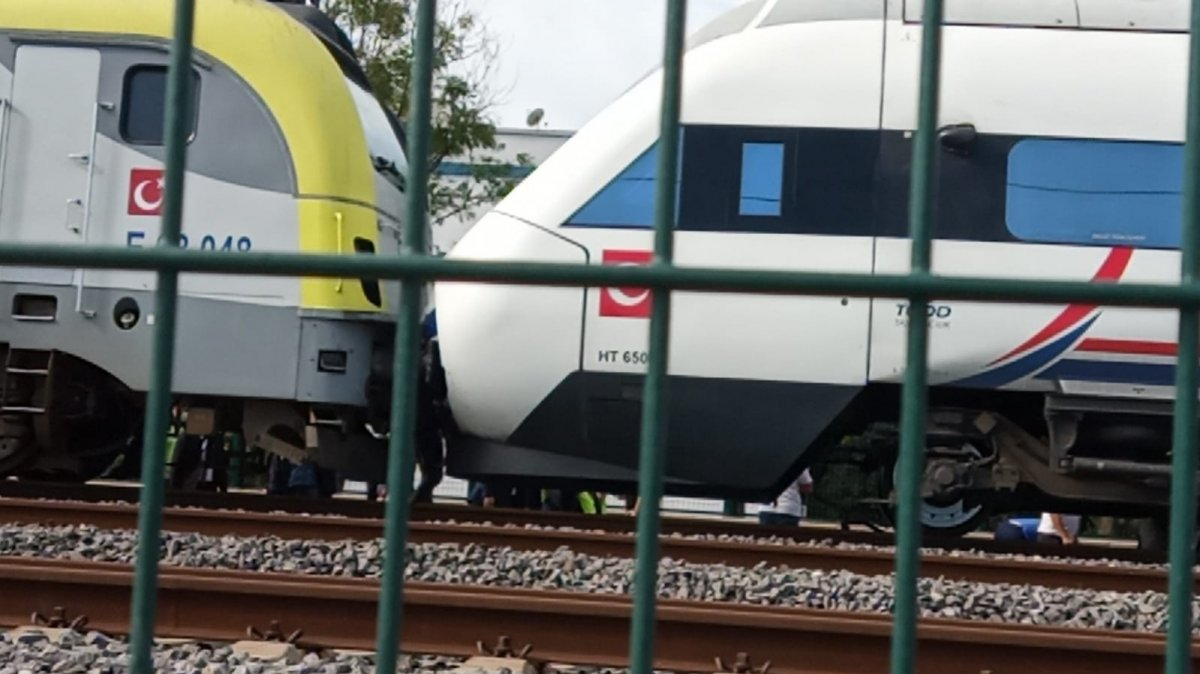 Tuzla da duramayan tren, istasyonda bekleyen trene arkadan çarptı #12