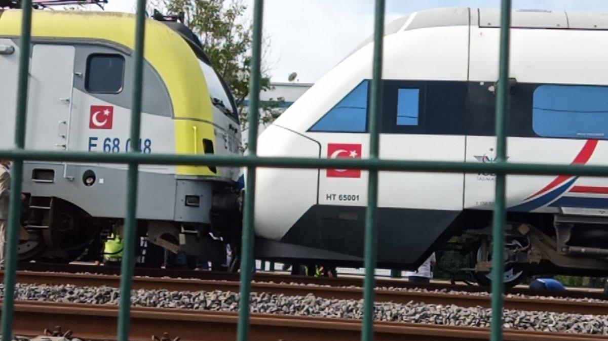 Tuzla da duramayan tren, istasyonda bekleyen trene arkadan çarptı #13
