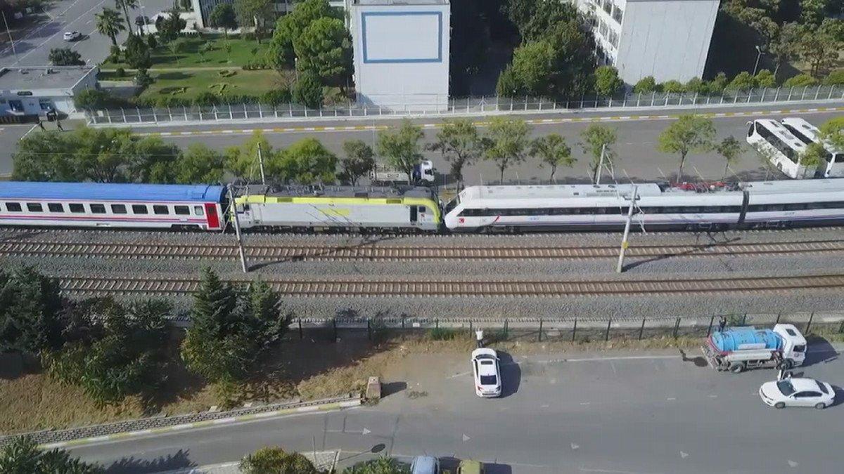 Tuzla da duramayan tren, istasyonda bekleyen trene arkadan çarptı #5