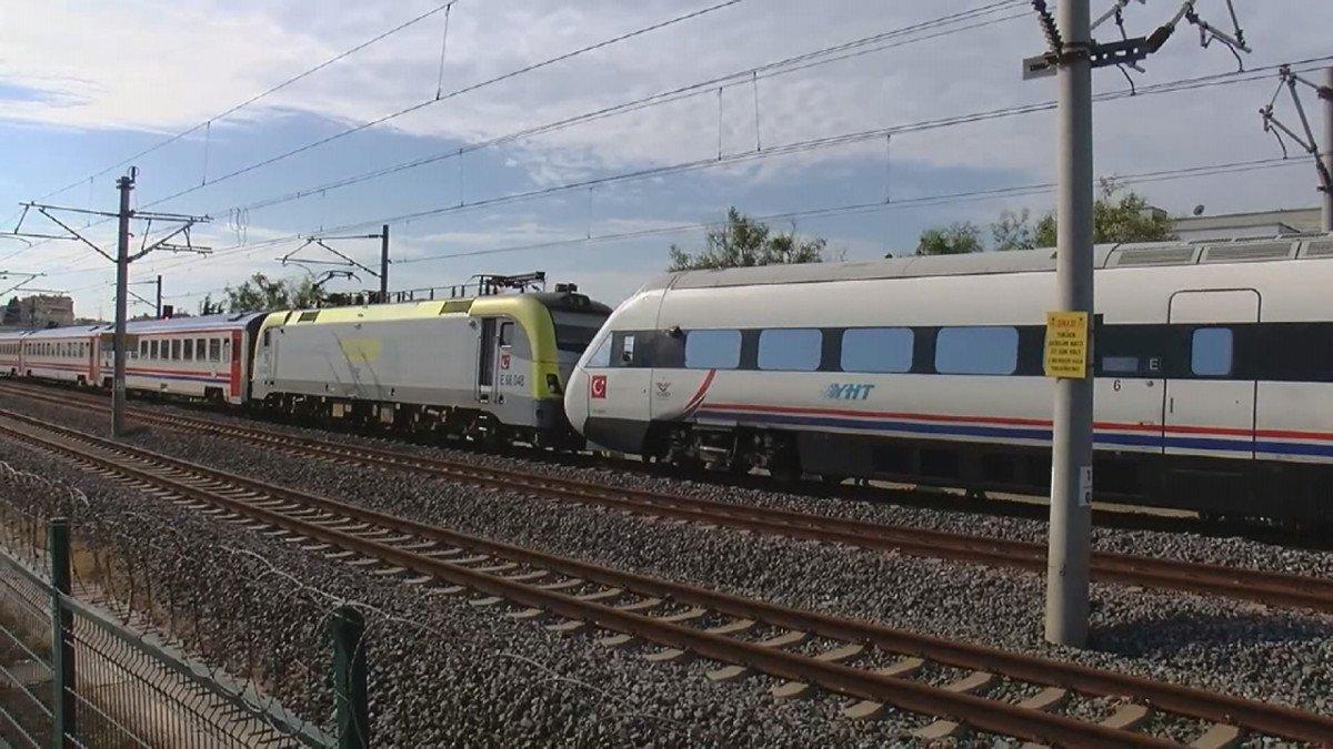 Tuzla da duramayan tren, istasyonda bekleyen trene arkadan çarptı #4