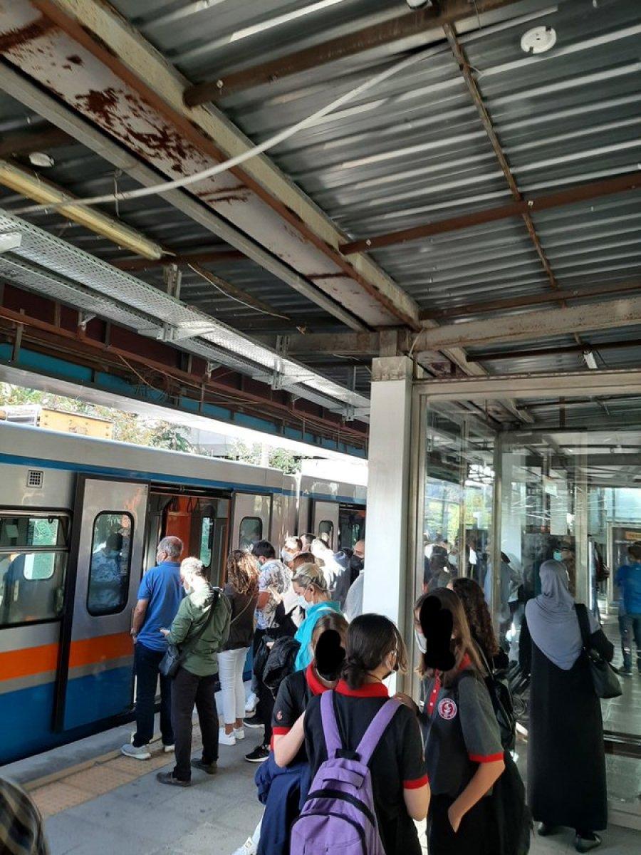 İstanbullu şimdi de tramvay arızasıyla karşılaştı #3