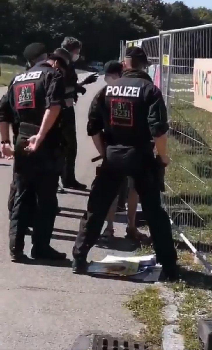 Almanya da Abdullah Öcalan ın afişini asmaya çalışan kişi gözaltına alındı #1