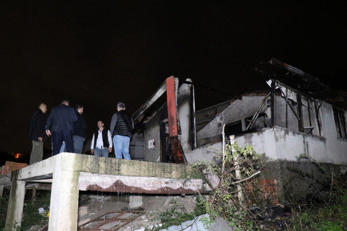 Sakarya da bir kişi tek katlı evde yanarak can verdi #1