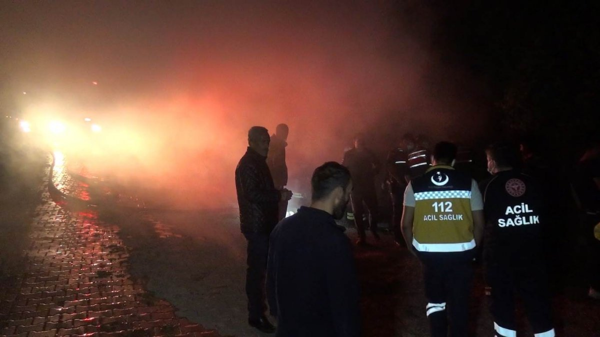 Bartın da evinin yandığını fark eden kişi ölmekten son anda kurtuldu #1