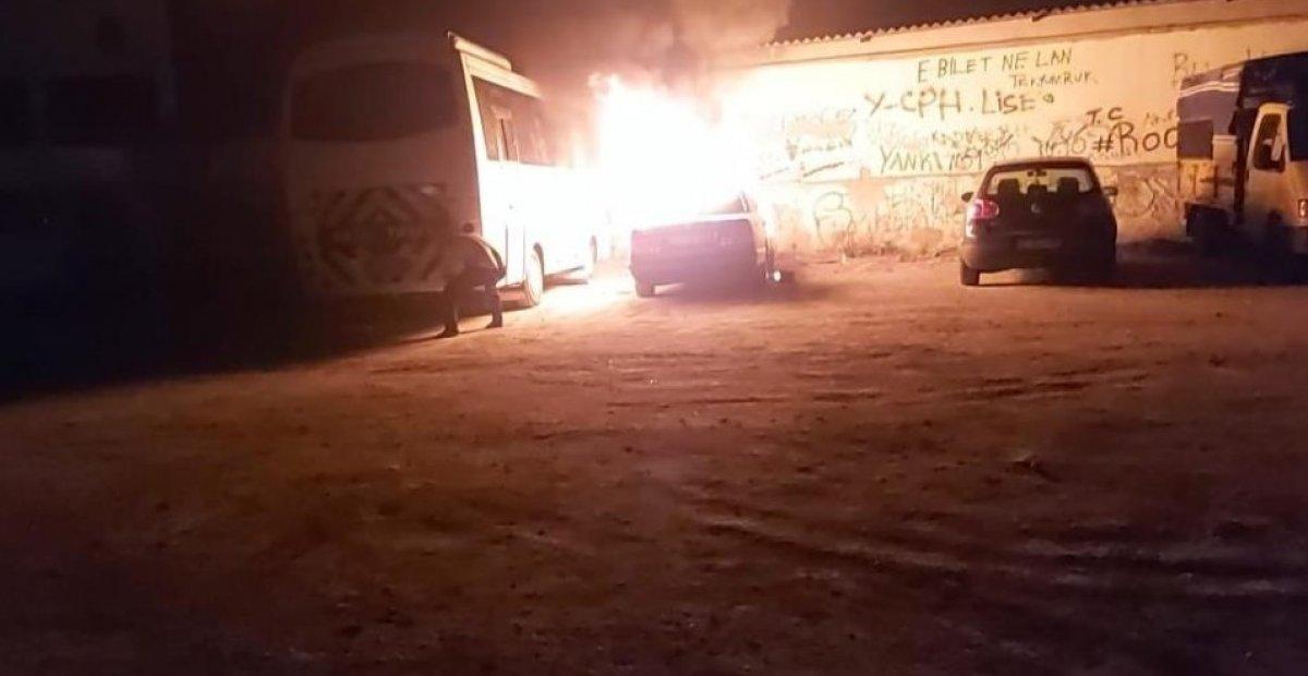 Denizli'de madde bağımlısı genç, otomobili ateşe verdi #2