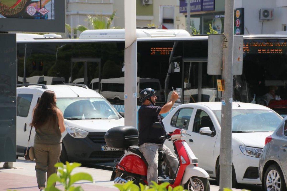Antalya da evine haciz gelen genç kız çatıya çıktı #2