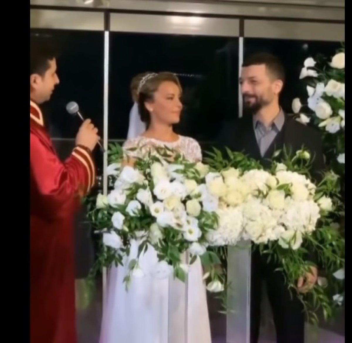 Vildan Atasever ile Mehmet Erdem dünyaevine girdi! İşte düğünden ilk kareler... #1