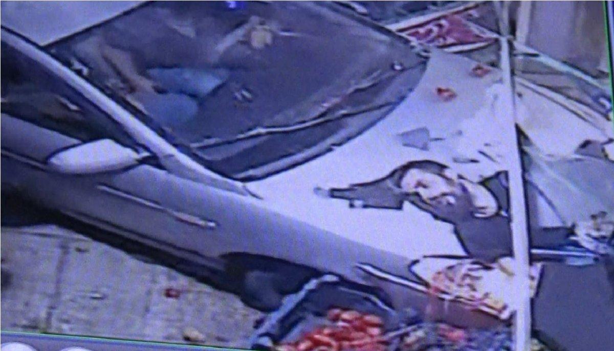 Gaziantep te manavda alışveriş yapan bir kişiye arkadan araç vurdu #1