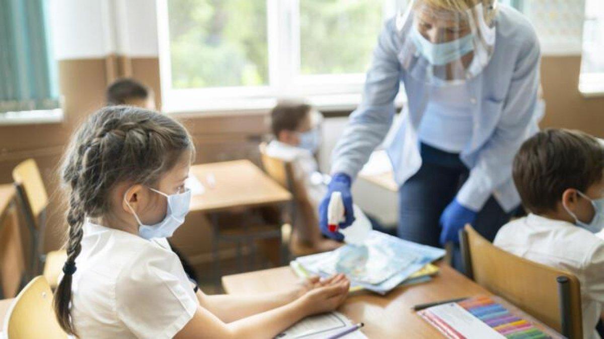 Okullarda yapılacak PCR testi için velilerden izin alınacak #1