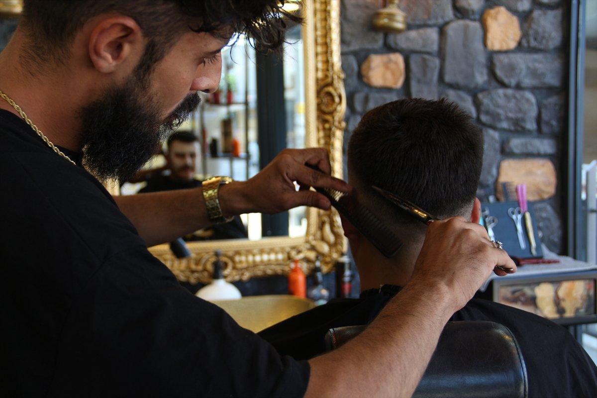 Antalyalı kuaförün aşı kampanyası #1