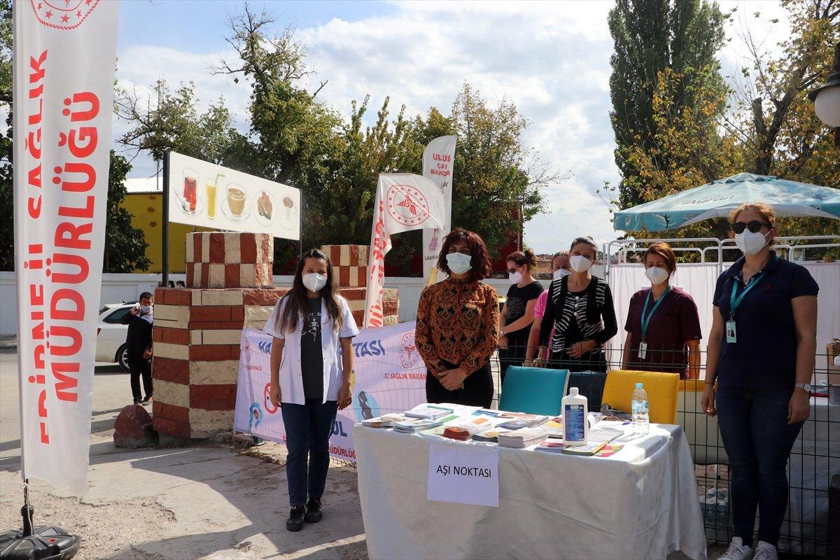 Edirne'de, Ulus Pazarı girişinde aşı noktası kuruldu #4