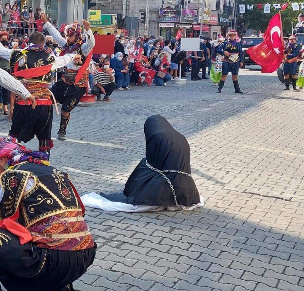 CHP li Edremit Belediyesi nden zincirli kadın gösterisine ilişkin açıklama #5