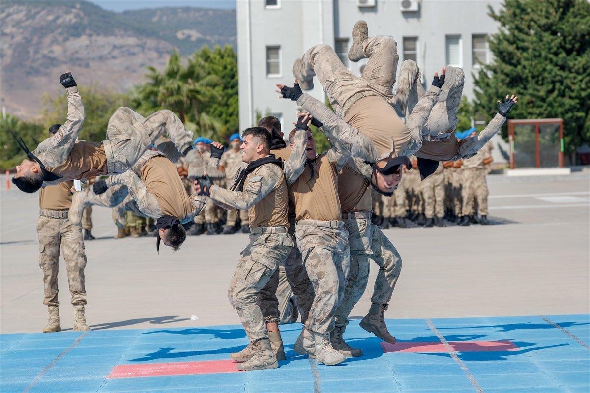Foça da jandarmalar, terörle mücadele eğitimini tamamladı #10