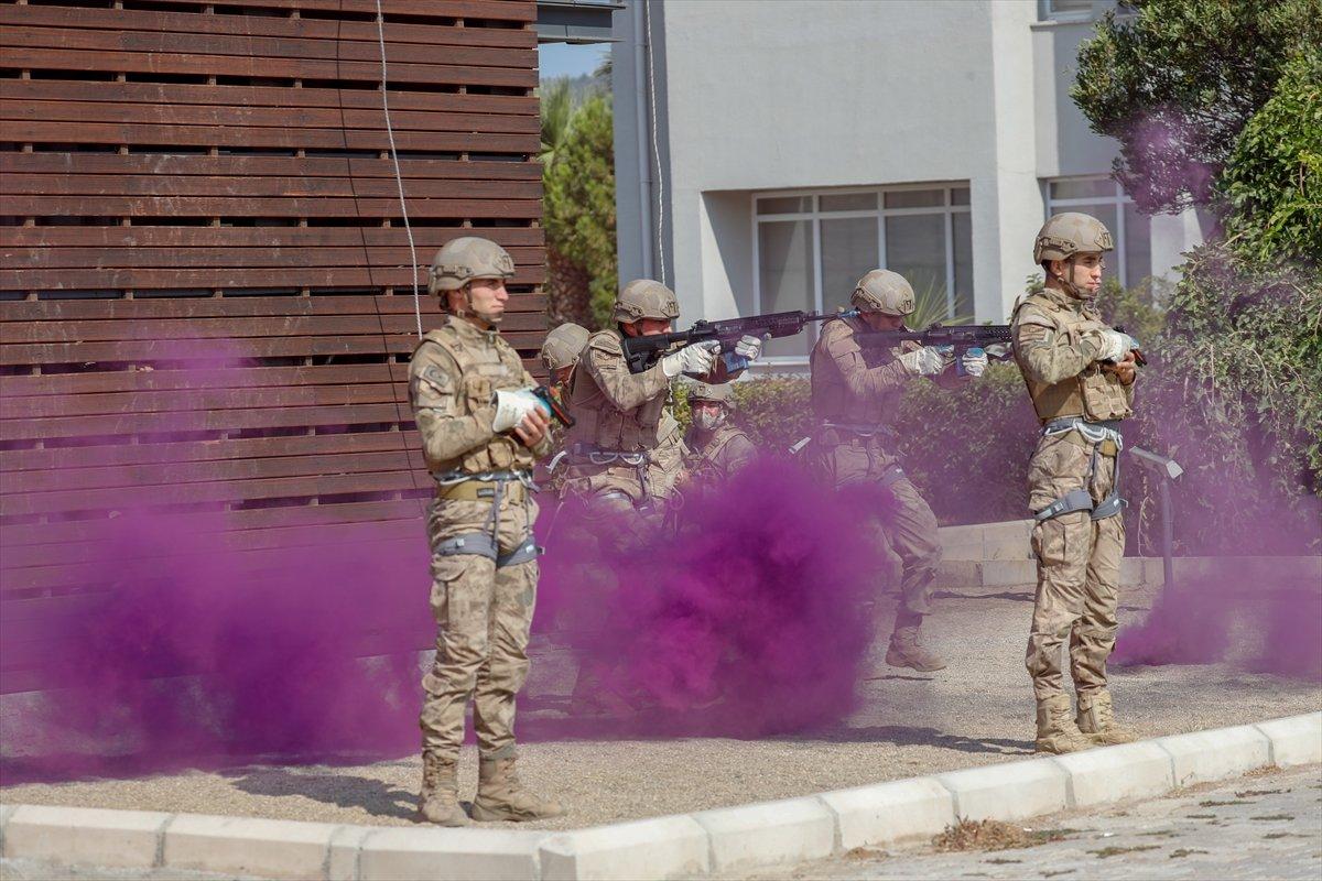 Foça da jandarmalar, terörle mücadele eğitimini tamamladı #9