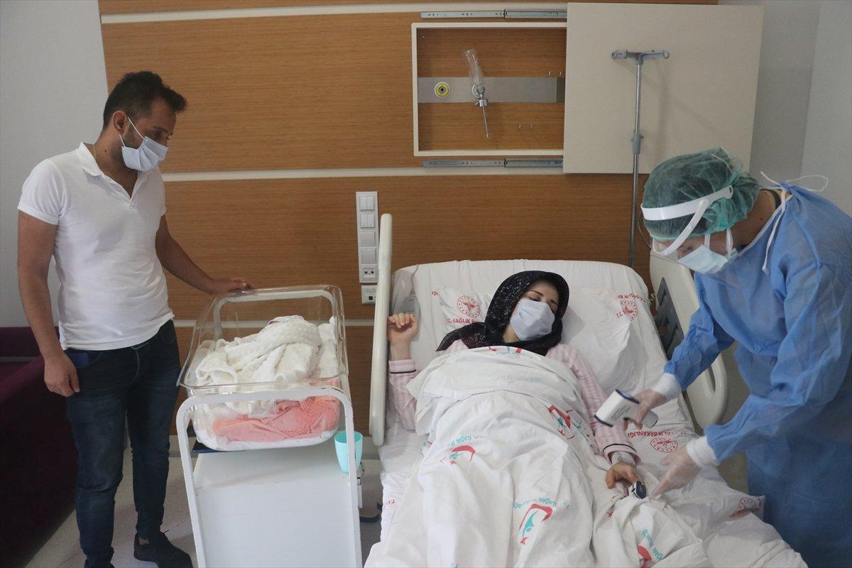 Hatay da aşı yaptırmayan hamile kadın, koronayken doğum yaptı #4