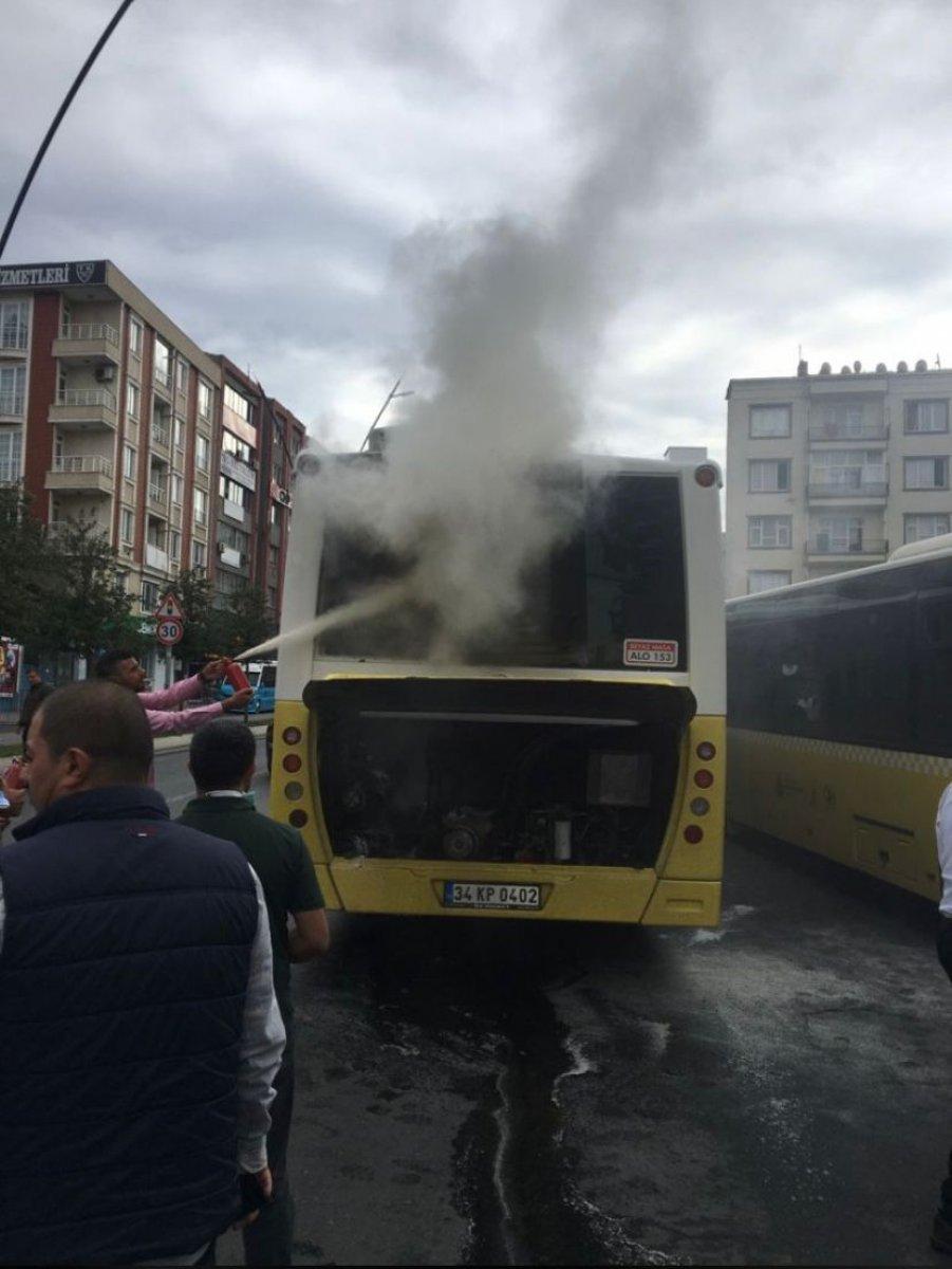 Gaziosmanpaşa da İETT otobüsü yolda kaldı #2