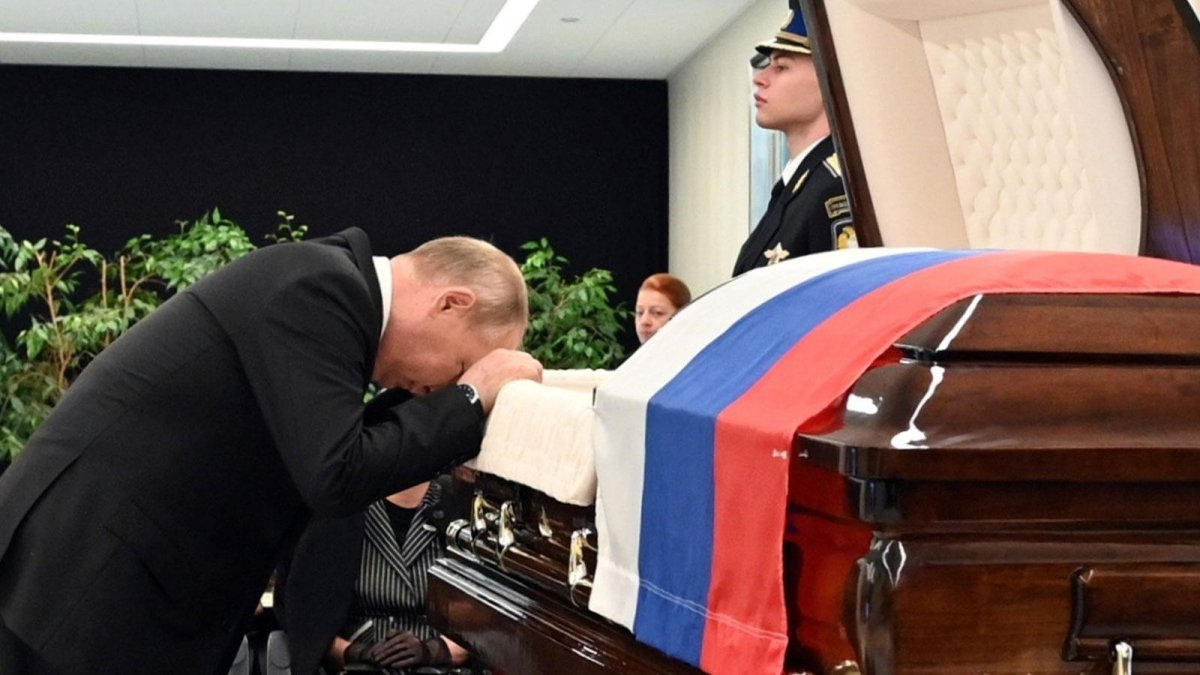 Vladimir Putin, hayatını kaybeden bakanın ardından gözyaşı döktü #4