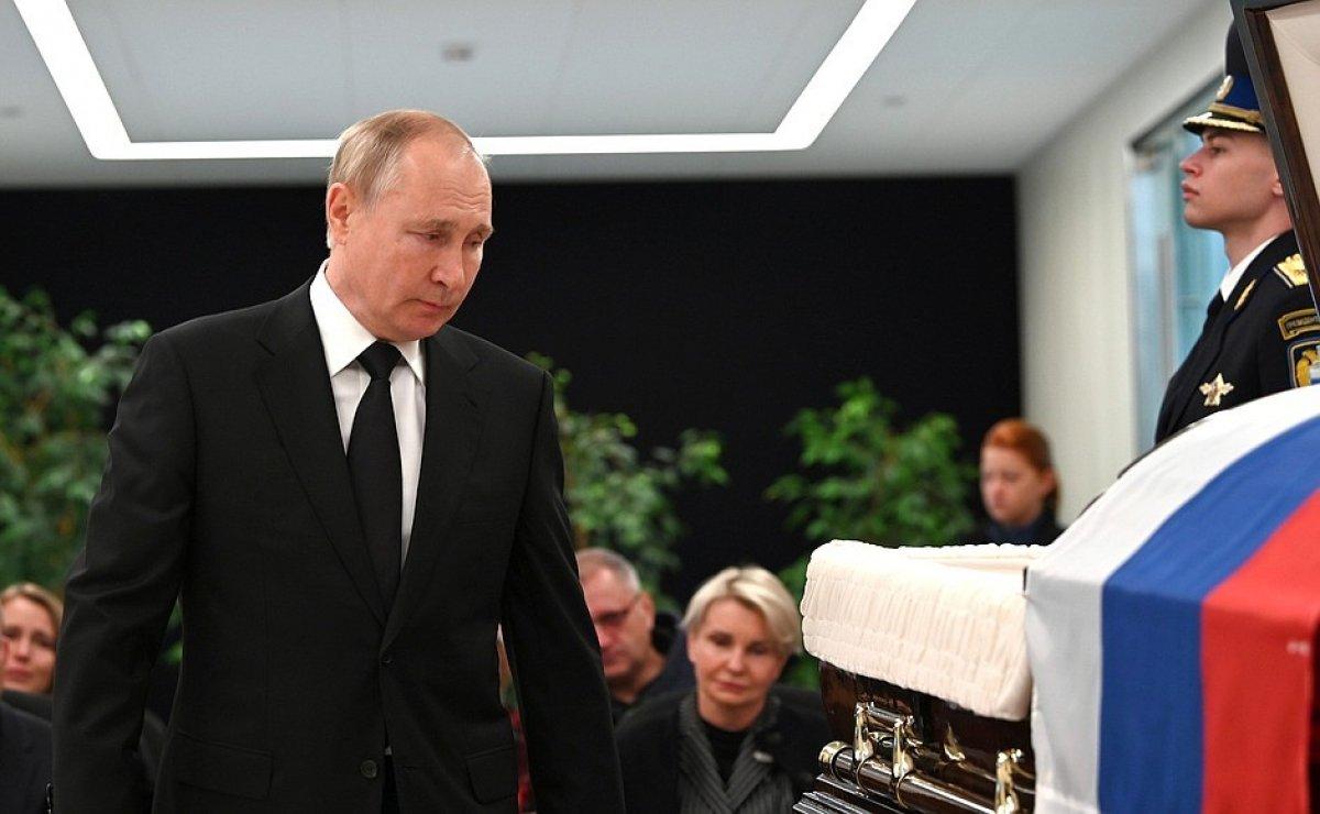 Vladimir Putin, hayatını kaybeden bakanın ardından gözyaşı döktü #2