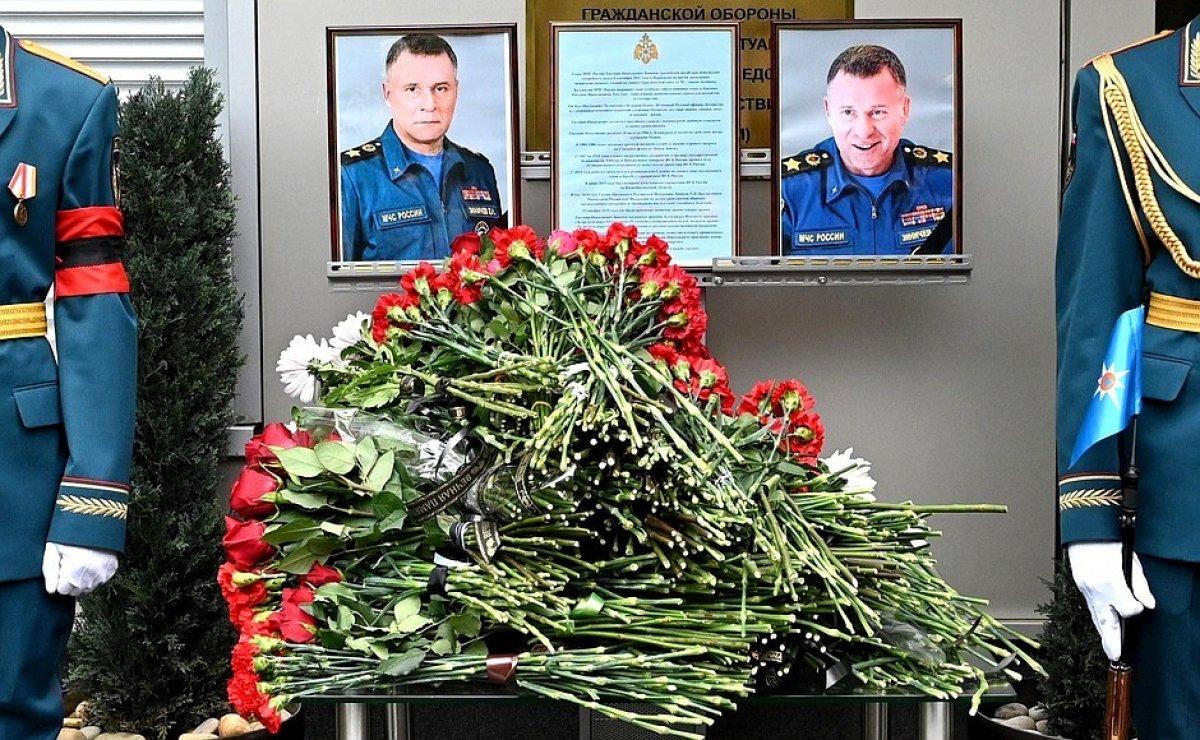 Vladimir Putin, hayatını kaybeden bakanın ardından gözyaşı döktü #3