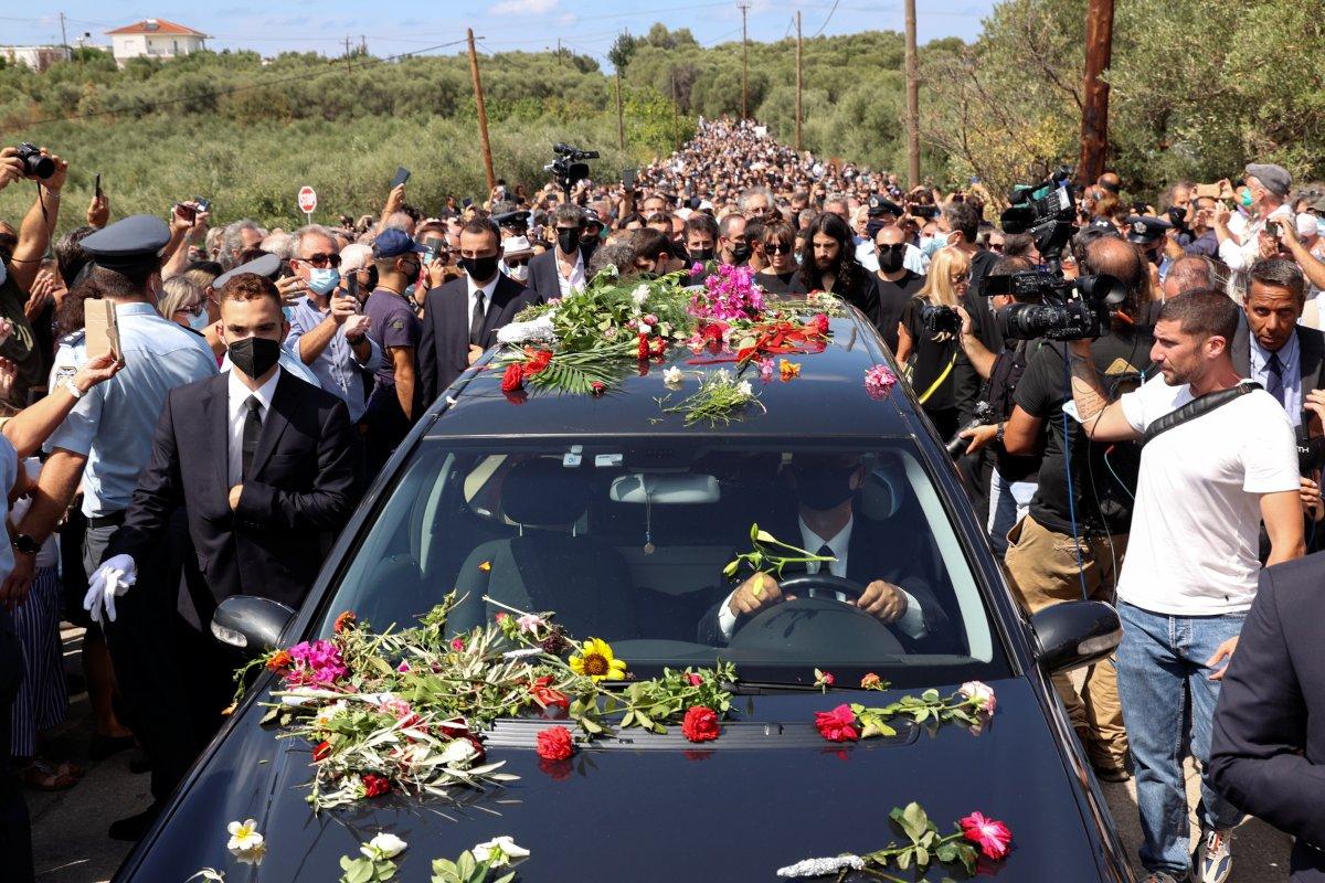 Türk dostu Yunan sanatçı Theodorakis, son yolculuğuna uğurlandı #8